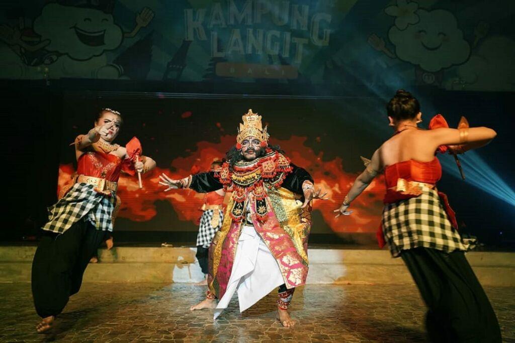 Pertunjukan Sang Asura yang ditampilkan dengan gagah di The Keranjang Bali Badung Bali - thekeranjangbali