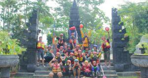 peserta arung jeram di kampung bali