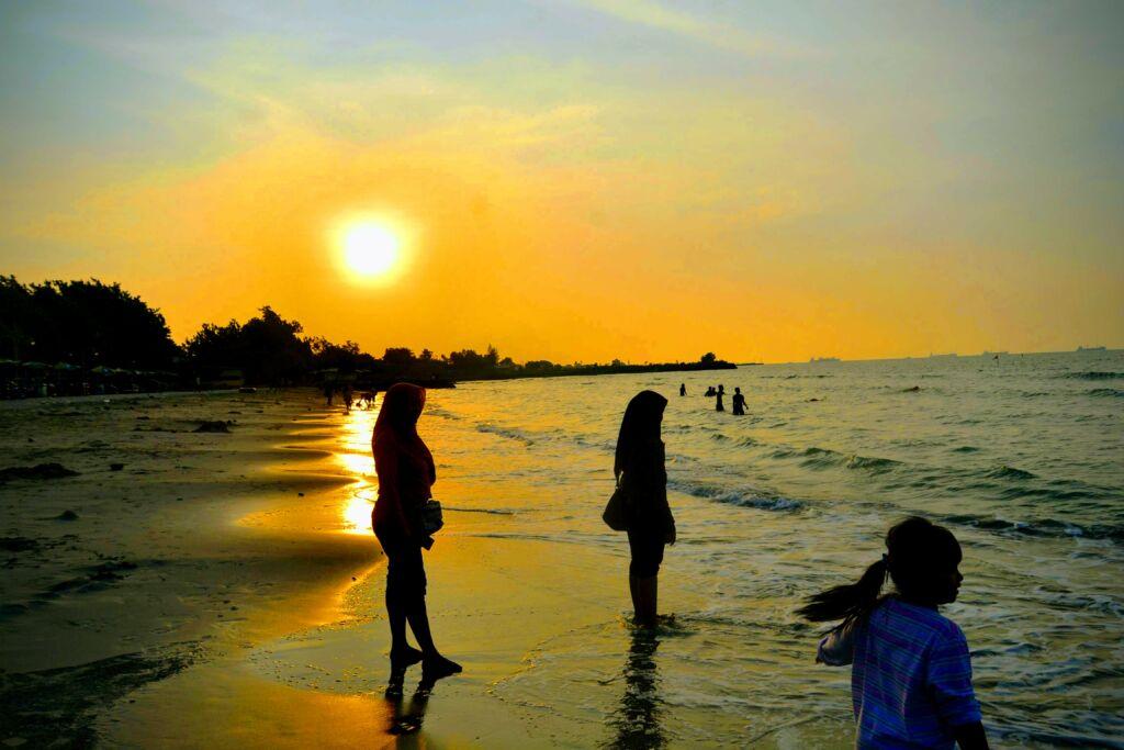 Suasana Senja di Pantai Delegan Gresik. Foto: Google Maps / SHOTER CAM