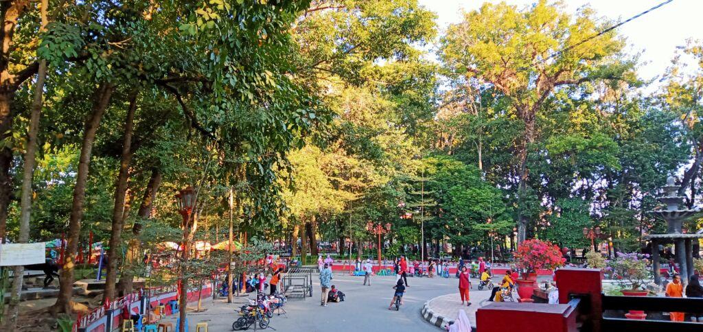 Suasana Asri di Taman Kebon Rojo Blitar. Foto: Google Maps / xiao pin