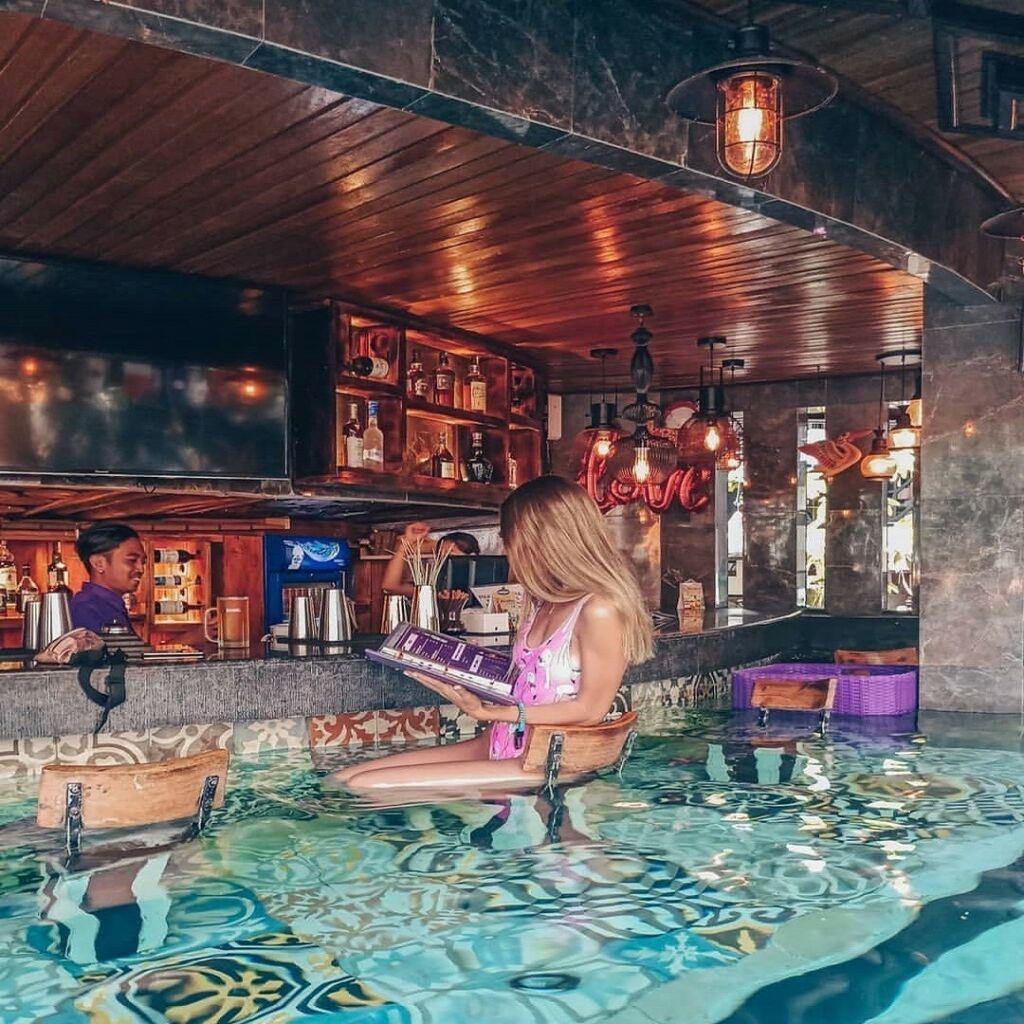 Sunken Bar menjadi tempat rehat wisatawan sejenak sebelum kembali berendam di kolam air panas Toya Devasya Bangli Bali - elena_morozevich