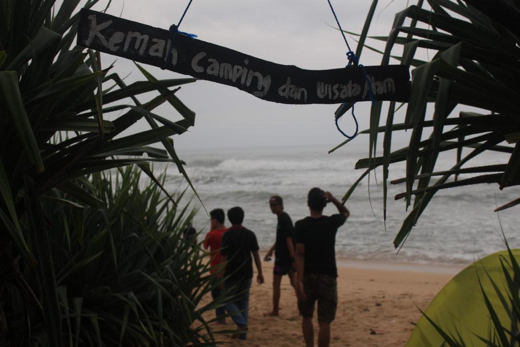 Selamat datang di Pantai Sanglen