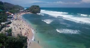 Pantai Pulangsawal dari atas bukit