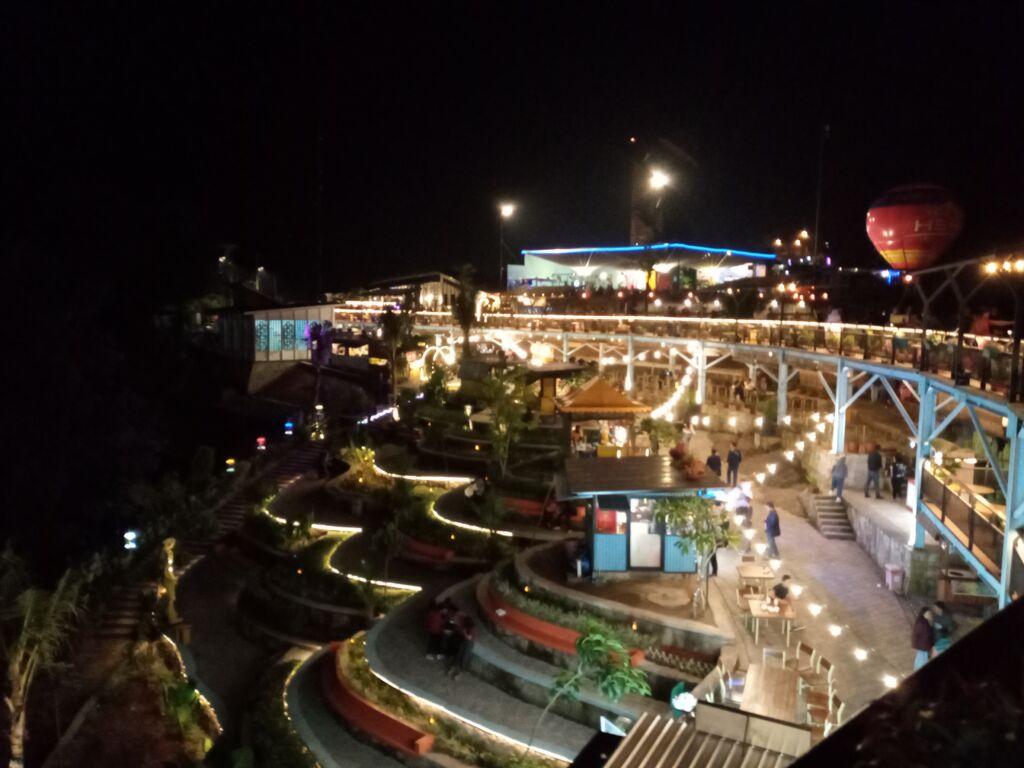 Heha Sky View di malam hari