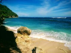 Air Laut Bergradasi di Pantai Green Bowl