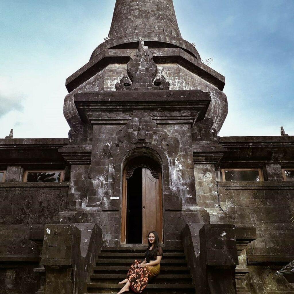 Arsitektur bangunan kompleks Taman Kertha Gosa Klungkung Bali terlihat megah dan khas - kristianielisabet44