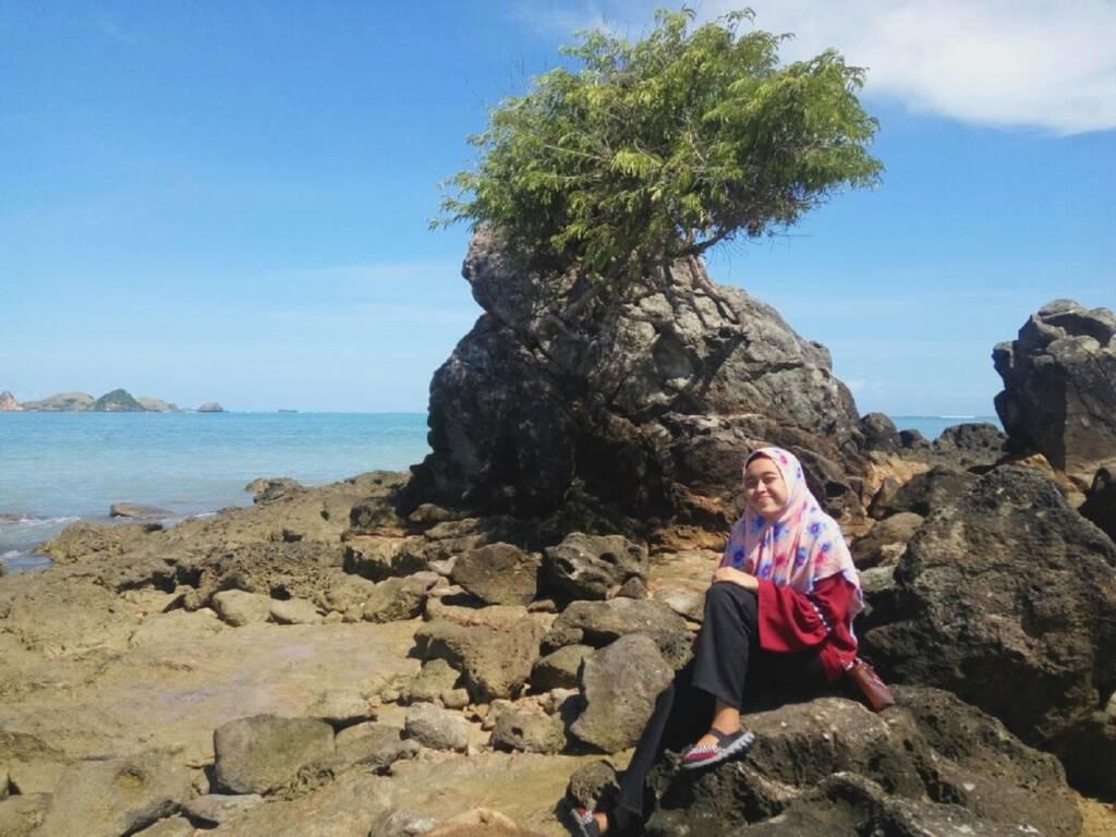 Batuan di sekitar Pantai Kuta