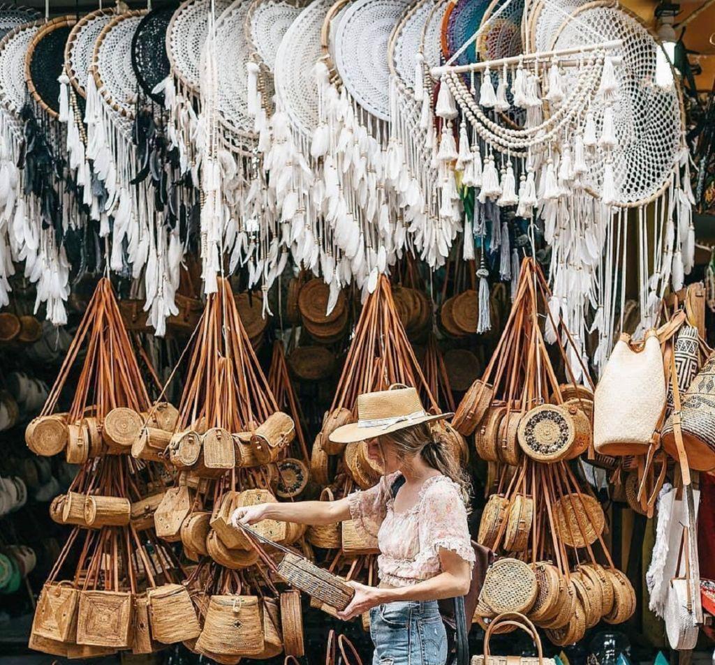 Berbagai kerajinan dan produk seni khas bali