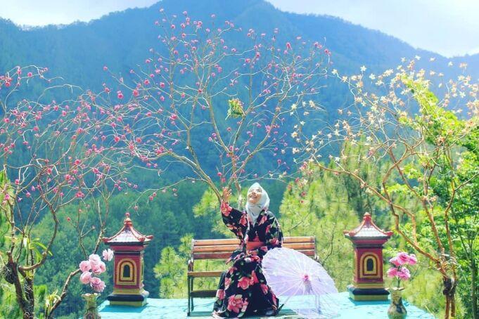 Berfoto A La Jepang di Taman Wisata Genilangit. Foto: instagram / tamanwisatagenilangit