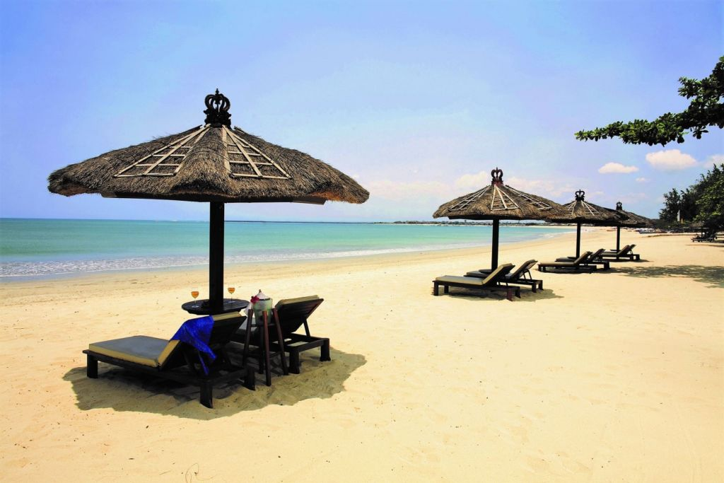 Berjemur di Pantai Jimbaran