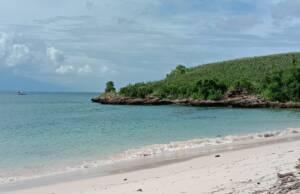 Bukit di dekat Pantai Cemara