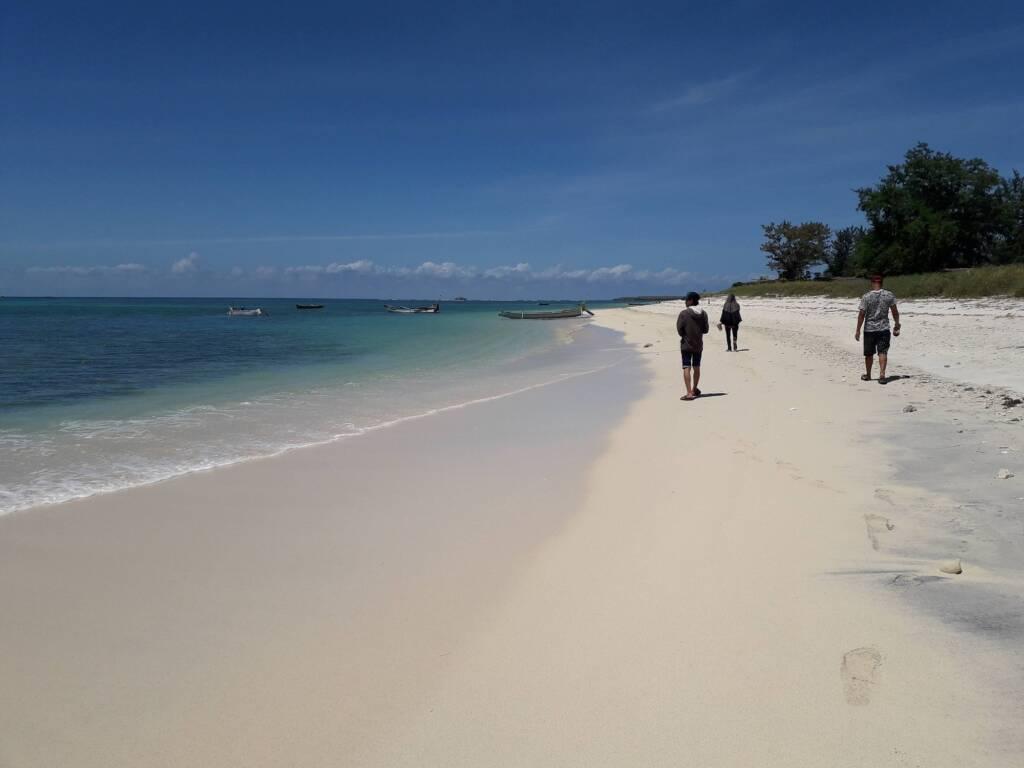 Garis Pantai yang sangat Panjang