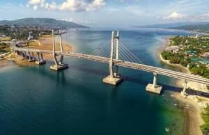 Jembatan Merah Putih Ambon di Siang Hari