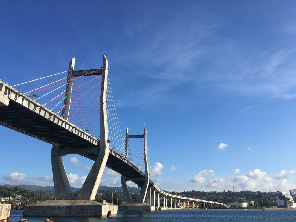 Jembatan Merah Putih Dilihat dari Bawah