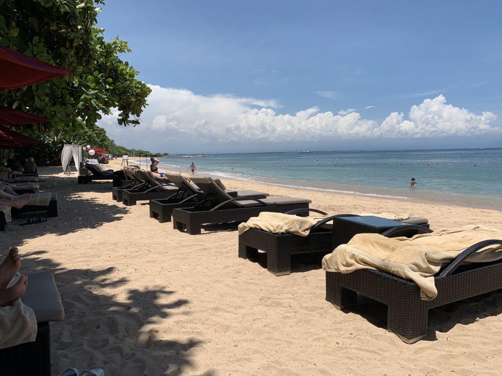 Kursi Berjemur di Tepi Pantai