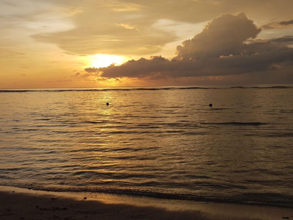 Matahari Terbenam di Pantai Jimbaran