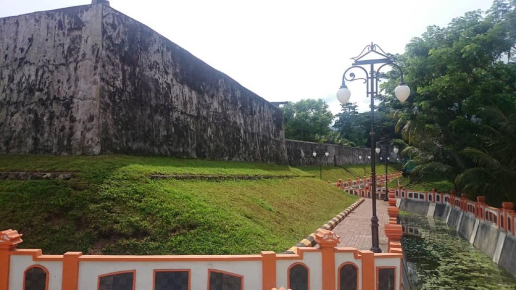 Pagar yang Mengitari Fort Oranje