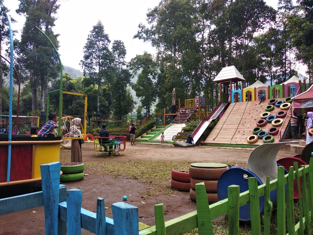 wahana permainan outbond anak-anak di taman wisata genilangit