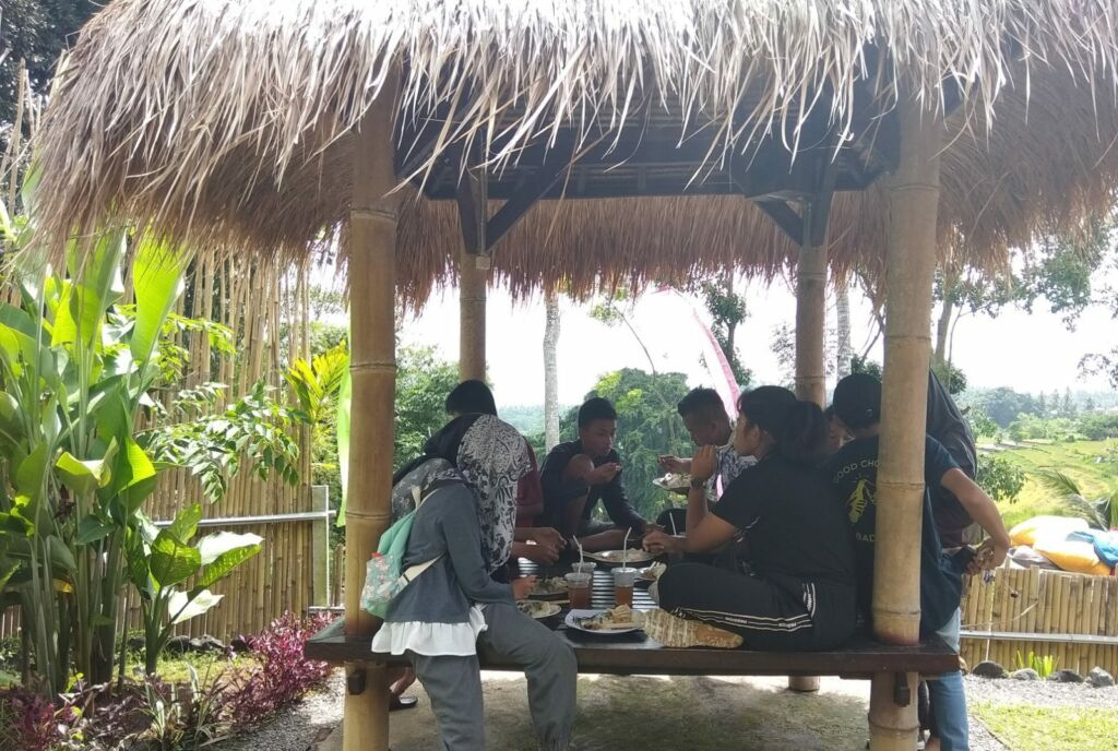 Santap sajian kuliner di Food corner dibangun dengan konsep natural -Rangga Branco