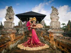 Taman Kertha Gosa Klungkung Bali memberikan efek dramatis sebagai latar sesi foto pranikah - sutaone_photography