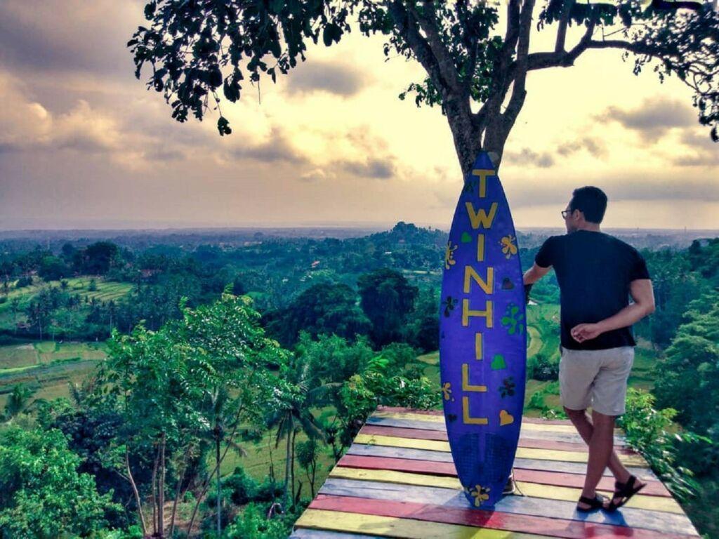 Twin Hill Gianyar Bali menawarkan pesona panorama dari ketinggian dan ragam spot foto menarik - dennydipayana