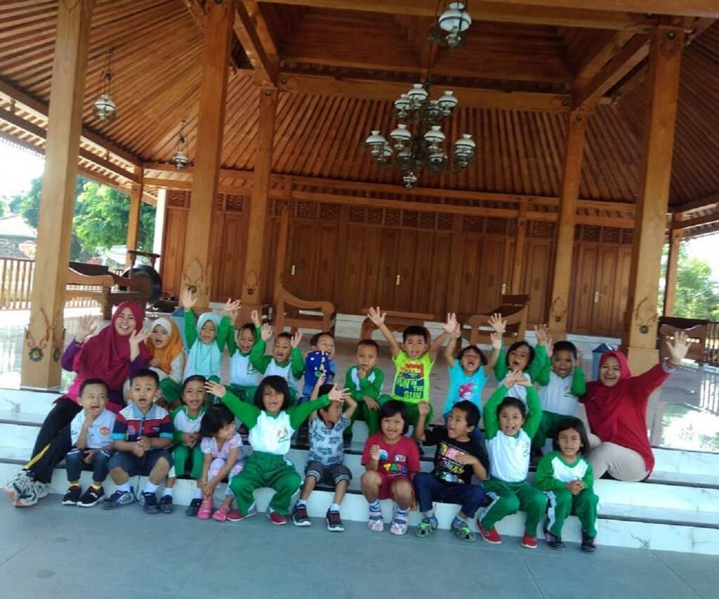 Anak-anak diperkenalkan dengan arsitektur khas Jawa