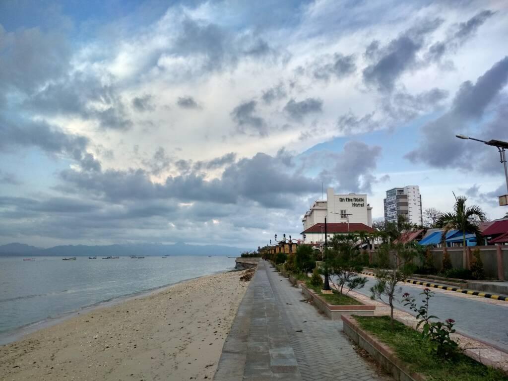 Area Pantai dan Jogging Track yang Dibatasi Pagar