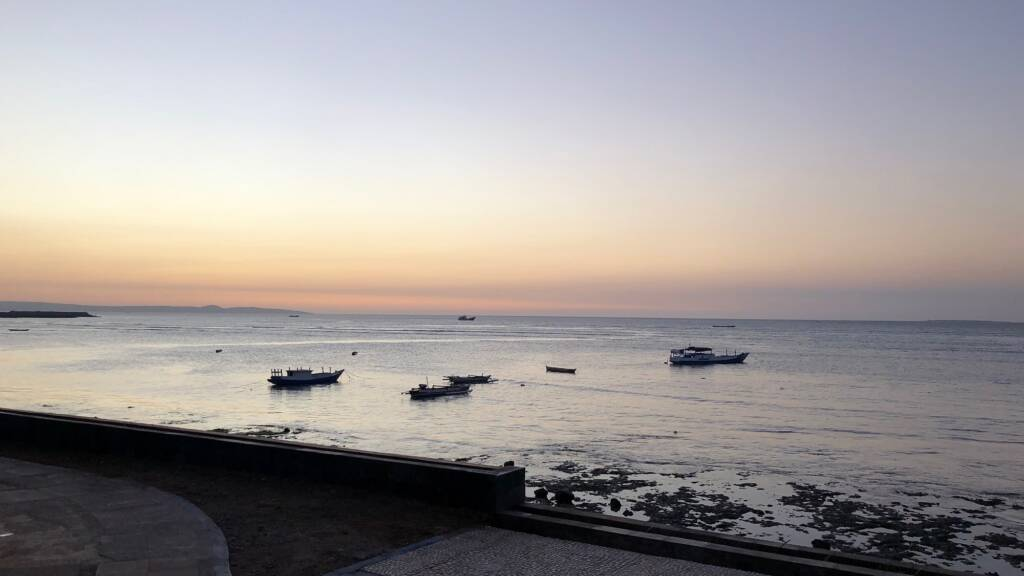 Indahnya Senja di Pasir Panjang