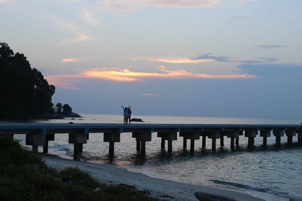 Menikmati suasana sore Pulau Berhala Tanjung Jabung Timur Jambi - pulauberhalajambi