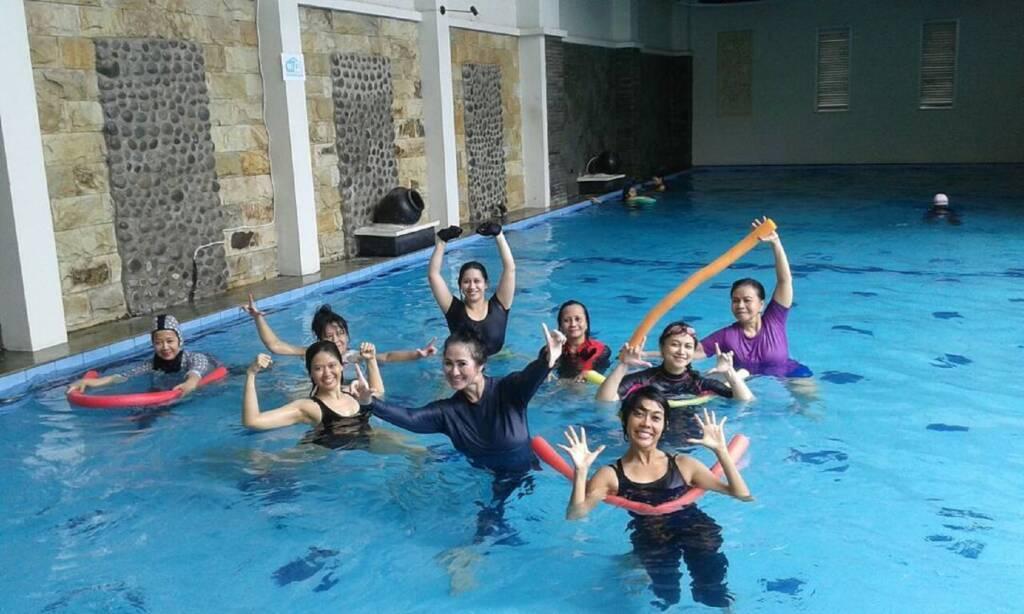 Segarnya berenang di House of Shafa Jakarta Selatan DKI Jakarta - reeyapauzz