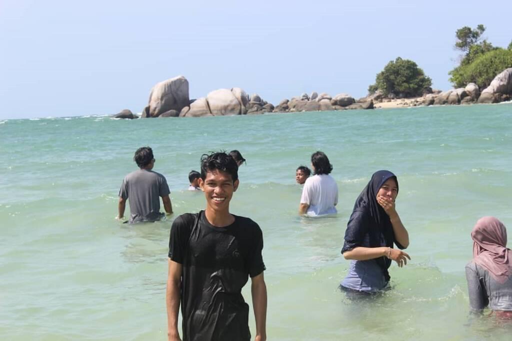 Segarnya berenang di jernihnya air laut Pulau Berhala Tanjung Jabung Timur Jambi - pulauberhalajambi