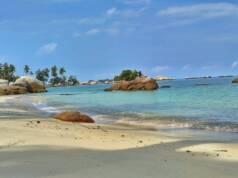 Pasir putih dan laut hijau toska Pulau Berhala Tanjung Jabung Timur Jambiarlan - foto : GoogleMaps/dahri