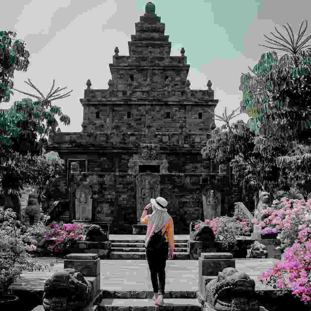 Bangunan utama Candi berlantai empat di Lembah Tumpang Resort Malang Jawa Timur - hendrik_ograd