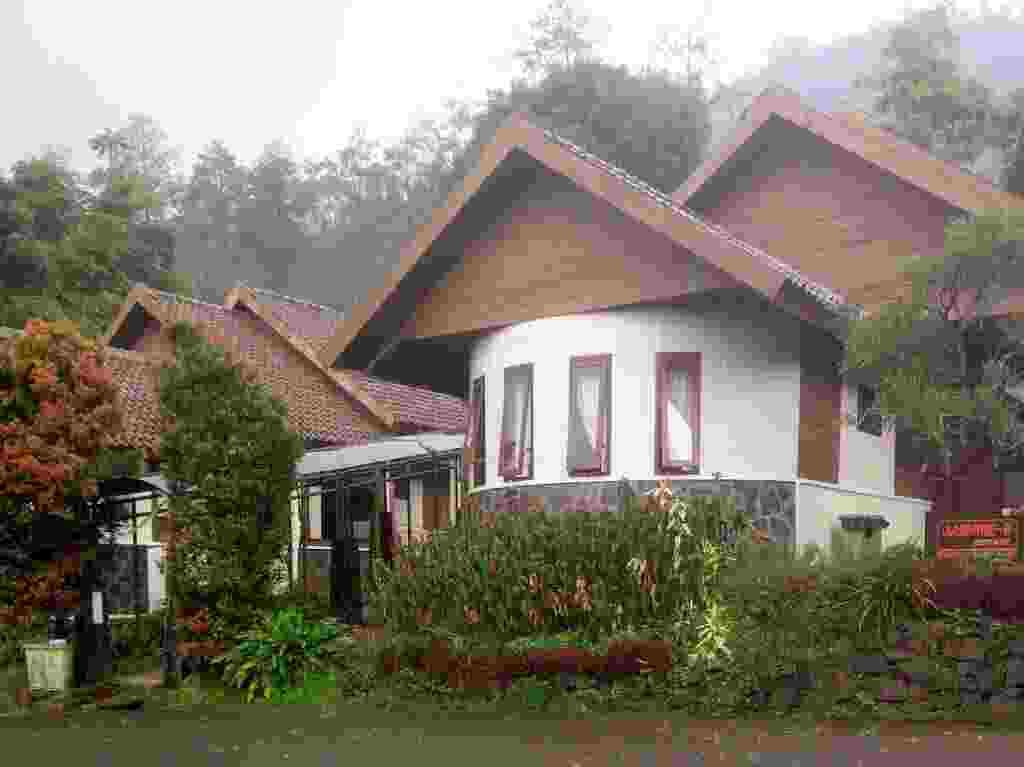 resort dan villa di sekitar pemandian air panas padusan