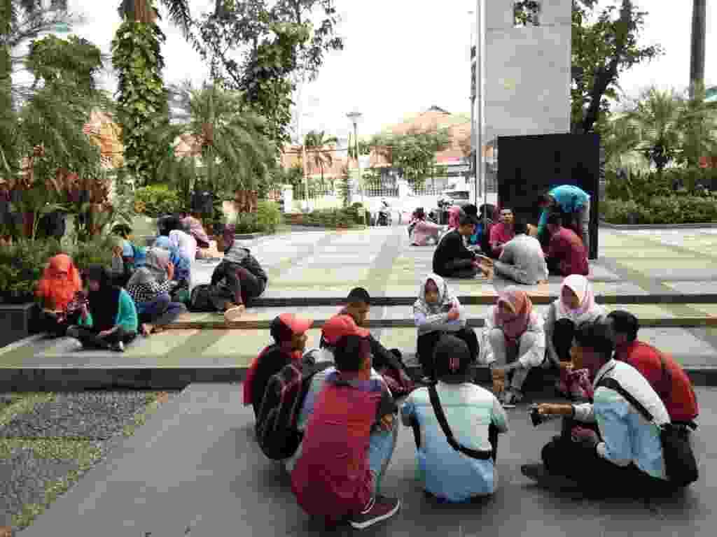 Berkumpul dengan komunitas di Taman Korea Surabaya Jawa Timur - DANEMYE007 DANEMYE007