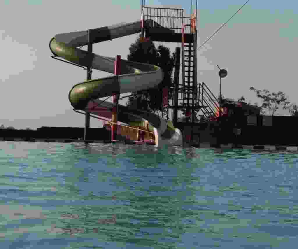 wahana peluncuran air spiral