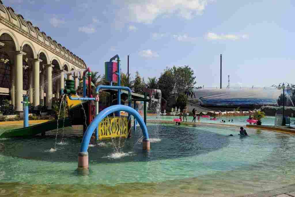 Kolam Depo Bay yang dangkal sehingga aman untuk anak-anak