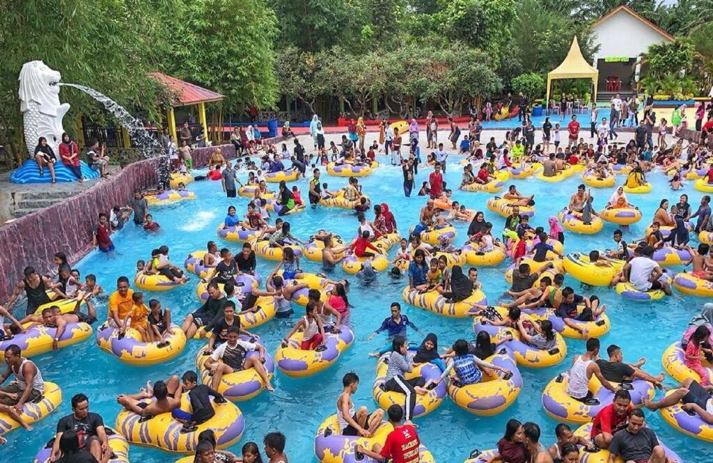 wahana kolam ombak atau wave pool di singapore land waterpark