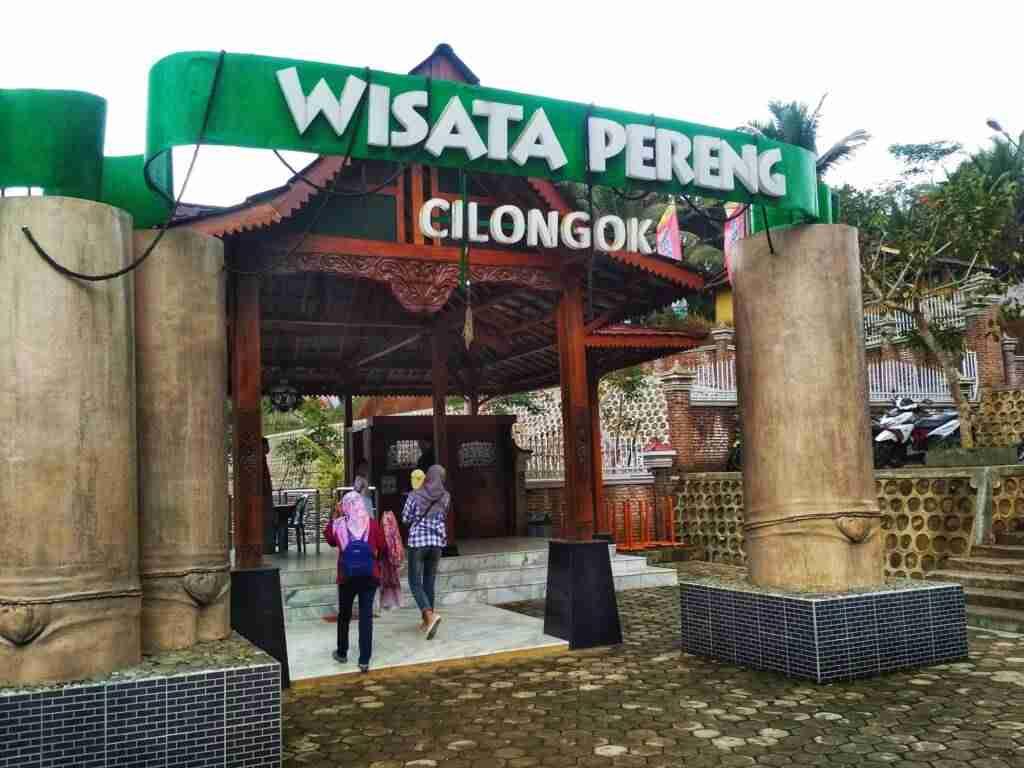 pintu masuk kawasan wisata pereng cilongok
