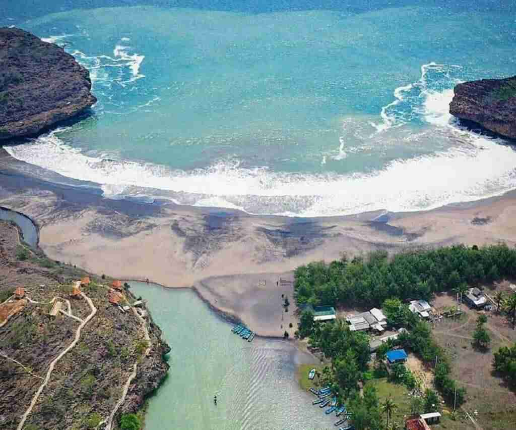 Pantai Ngiroboyo muara sungai maron