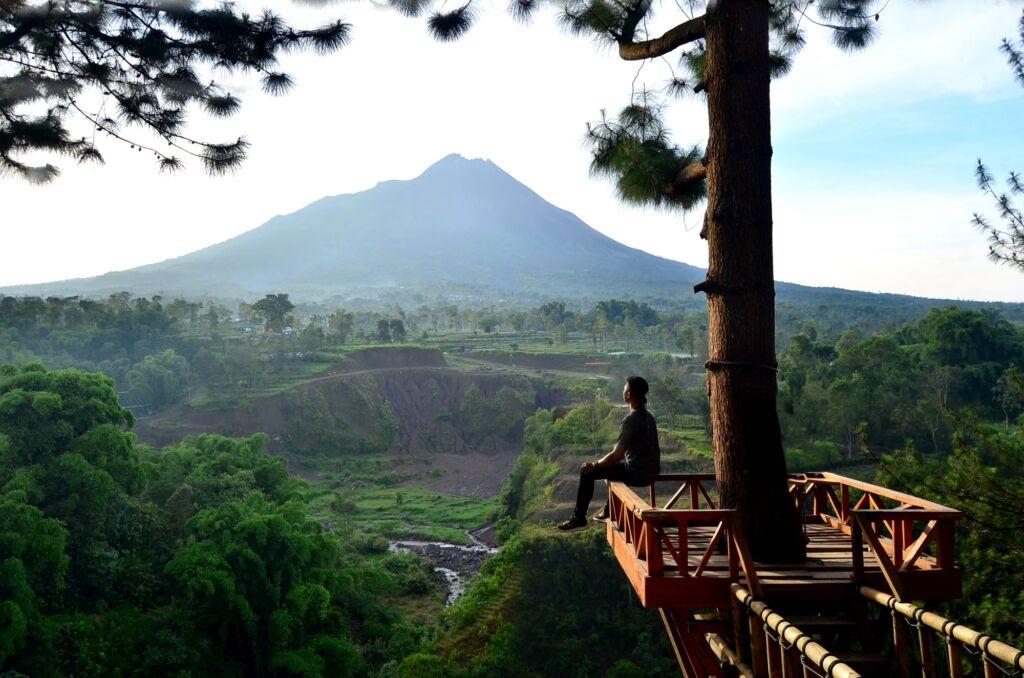 Pemandangan Gunung Merapi dari Gardu Pandang Kedung Kayang