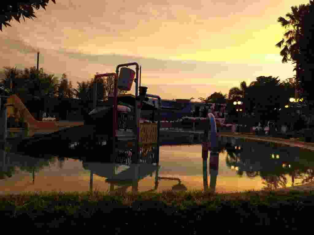 sunset yang canti dari area water park