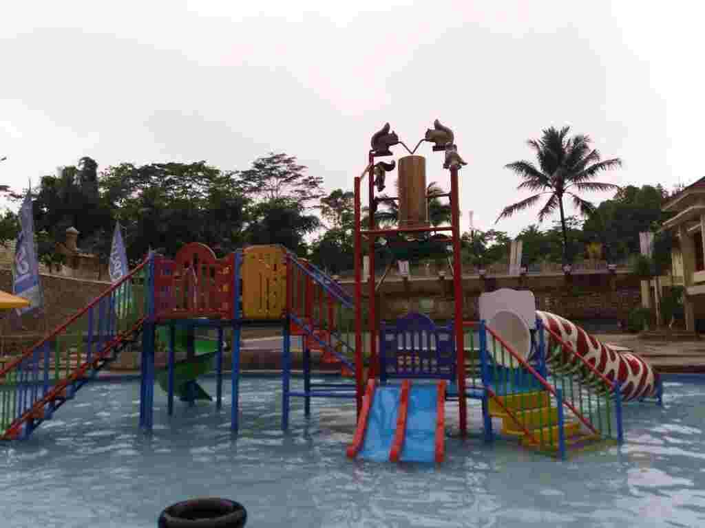 wahana permainan air dan kolam renang