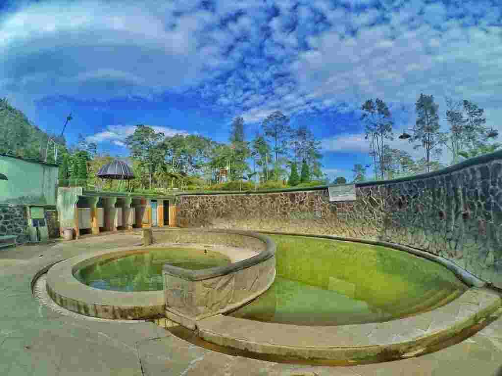 kolam rendam air panas padusan