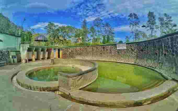 kolam rendam Pemandian Air Panas Padusan
