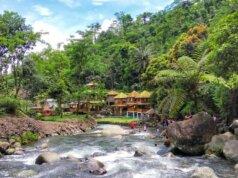 keindahan sungai yang mengalir di curug bayan