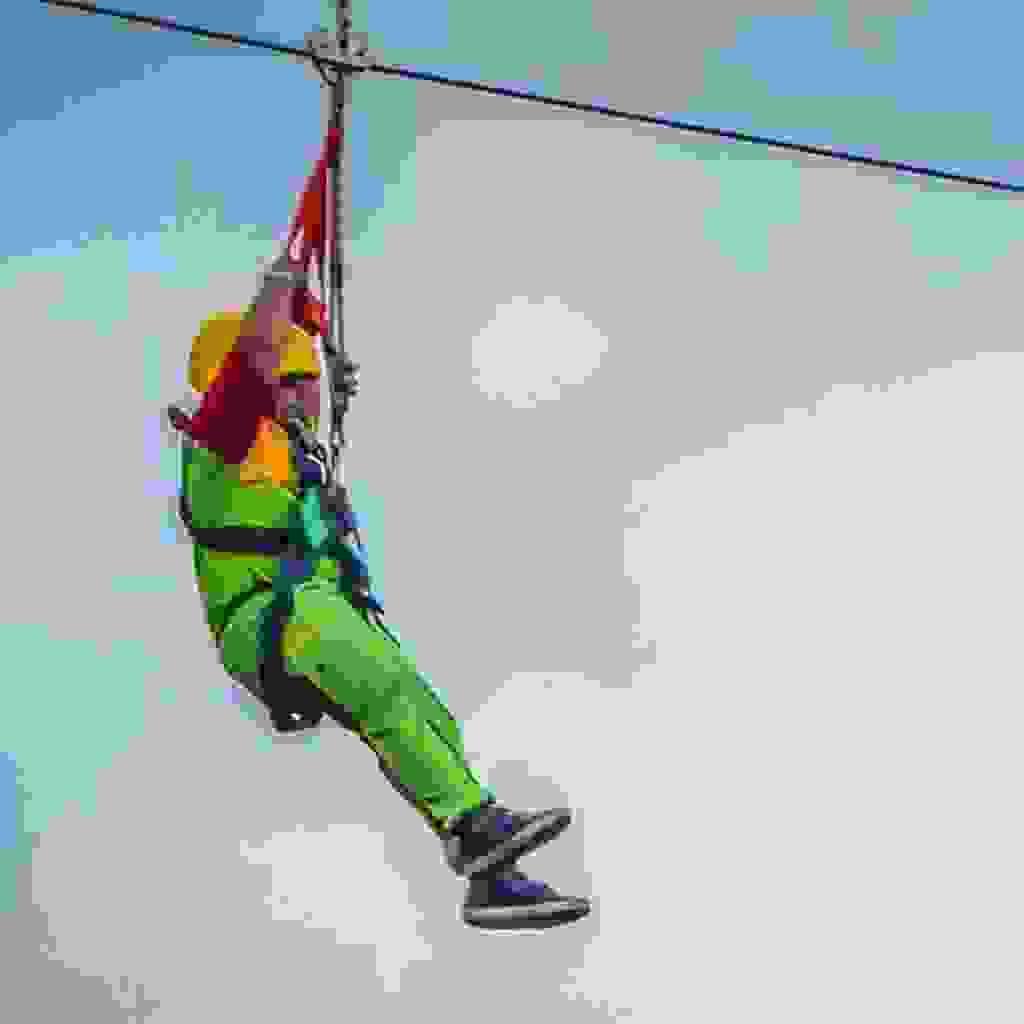 wahana flying fox untuk anak-anak di joglo park