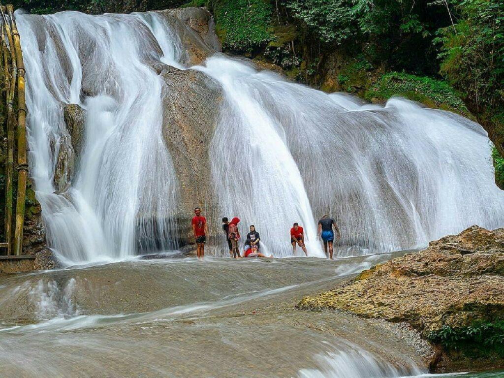 Air terjun Taman Nasional Bantimurung Bulusaraung