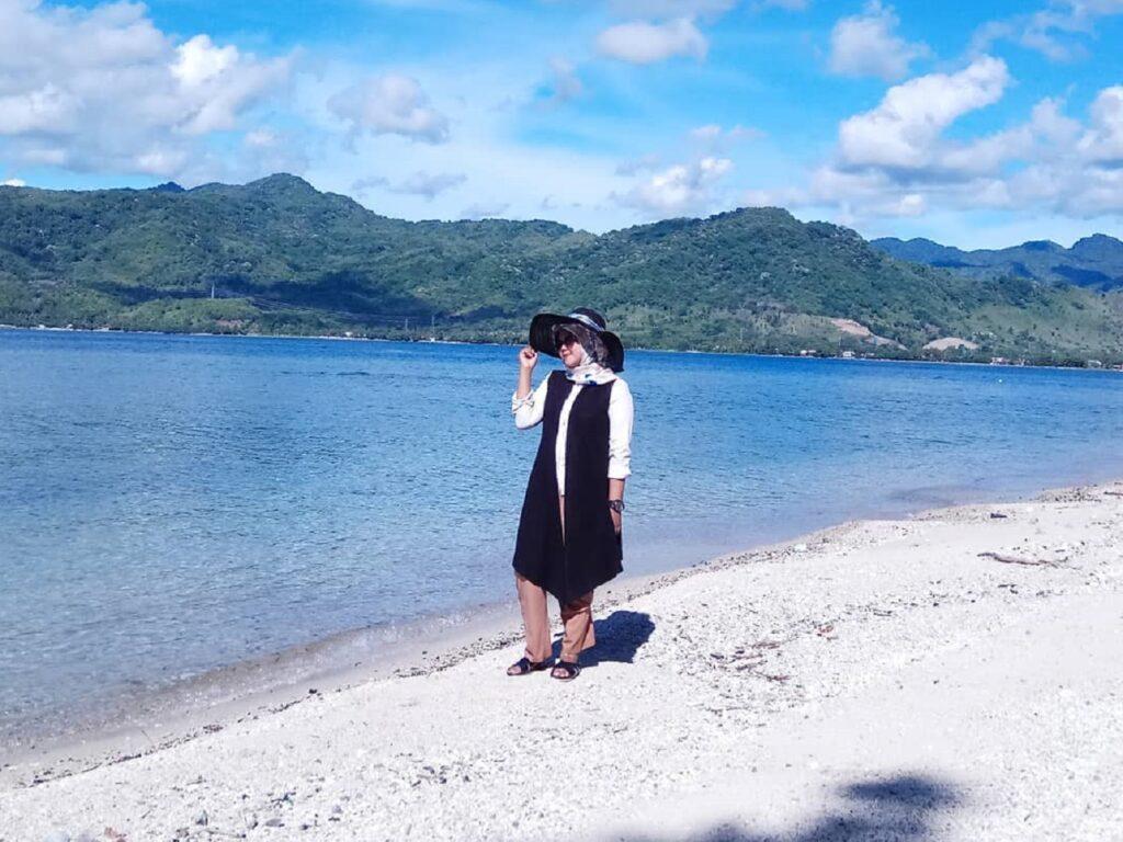 Berjalan santai berkeliling Pulau Dutungan Barru