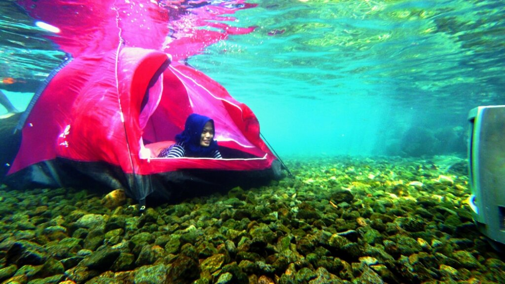 tenda bawah Air di Situ Tirta Marta